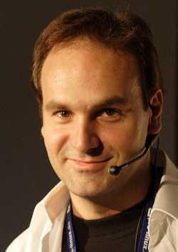 صورة مارك شاتلوروث المؤسس والمدير التنفيذي لشركة كانونيكال