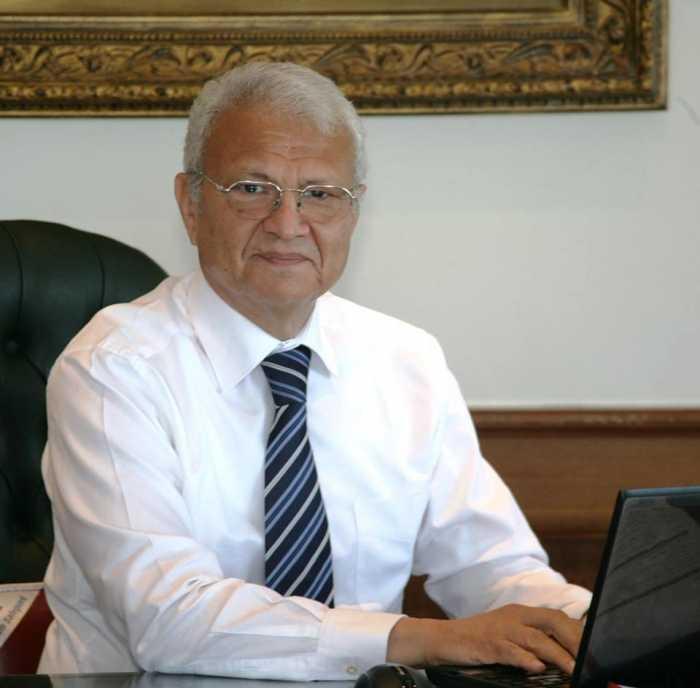 عاطف حلمي وزير الإتصالات وتكنولوجيا المعلومات