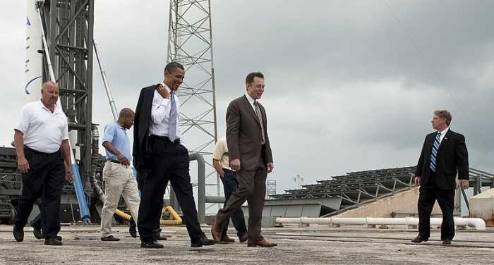 إيلون مايك مع الرئيس الأمريكي أوباما