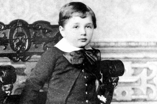 أينشتاين في عمر 3 سنوات