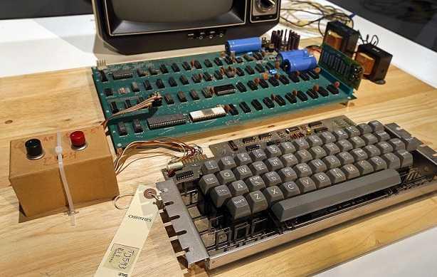 المنتج الأول لشركة أبل لم يكن كمبيوتر
