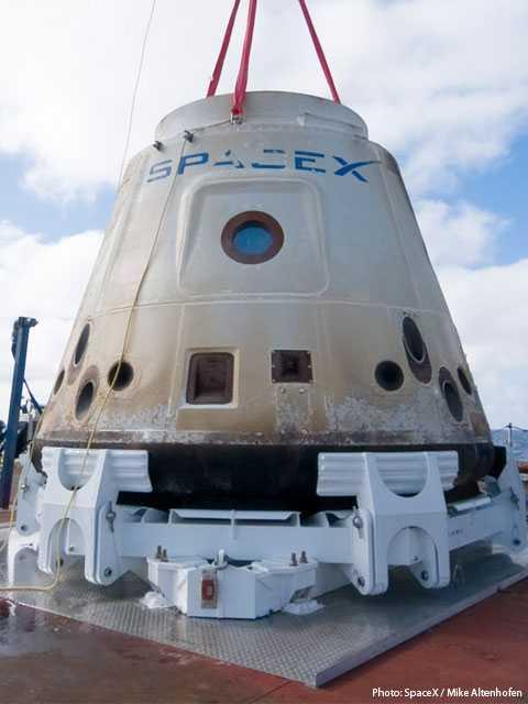 مركبة فضائية من تصنيع سبيس إكس SPACEX