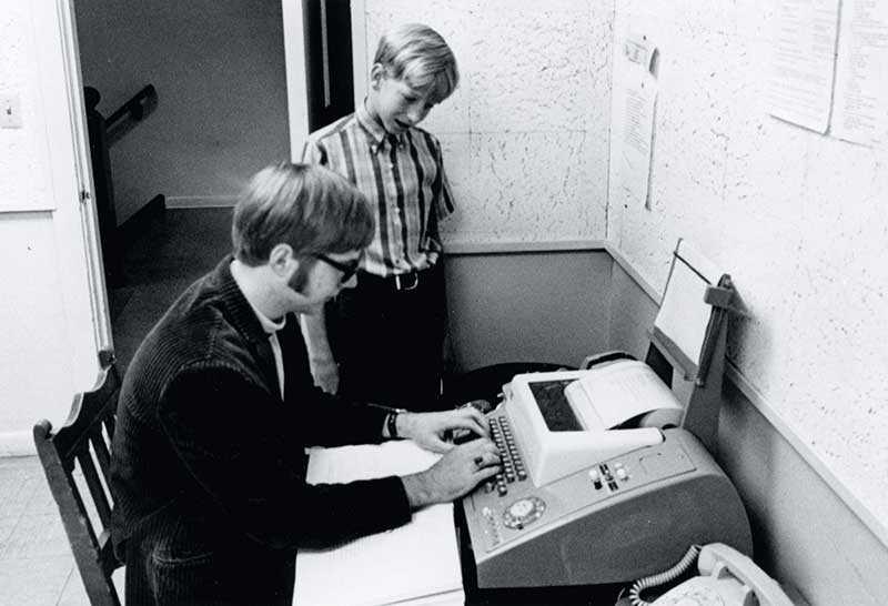 بيل جيتس وبول الين مؤسسي مايكروسوفت