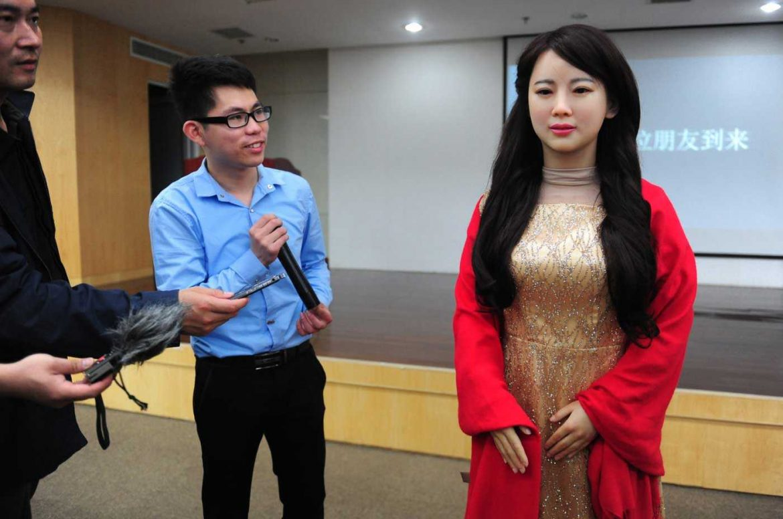 Jia Jia: روبوت يمكنه التحدث والتواصل مع البشر