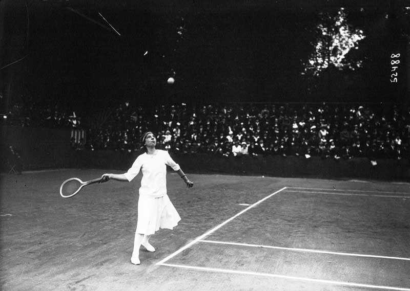 سوزان لنجلن Suzanne Lenglen تلعب التنس