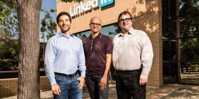 الرئيس التنفيذي ورئيس مجلس إدارة لينكدن LinkedIn مع رئيس مايكروسوفت التنفيذي