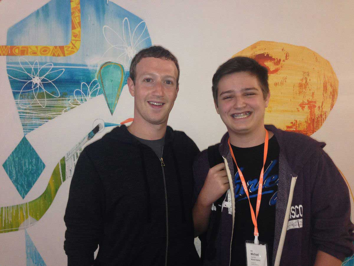 سايمان مطور التطبيق مع مارك زوكربيرج الرئيس التنفيذي لفيسبوك