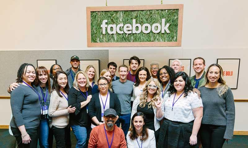 فيس بوك تتيح إرسال بطاقات افتراضية بمناسبة عيد الحب