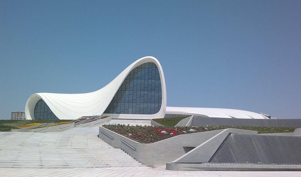 مركز حيدر علييف من تصميم زها حديد