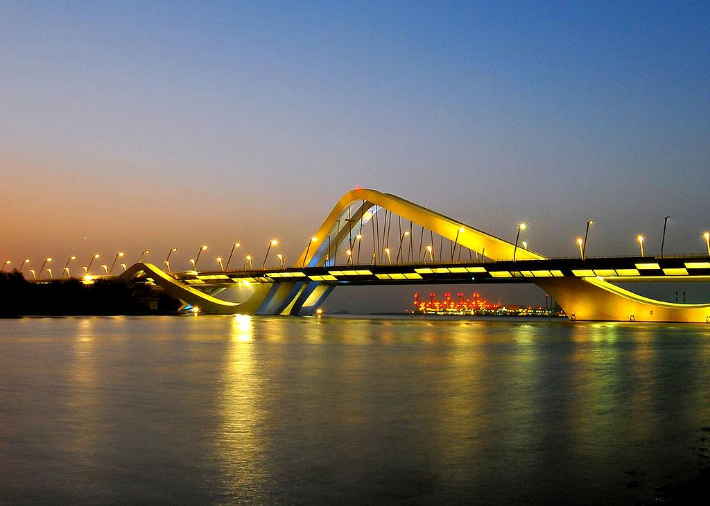 جسر الشيخ زايد في أبو ظبي من تصميم زها حديد