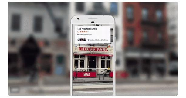 تتعرف google lens على لافتات المطاعم ويوفر معلومات عنها
