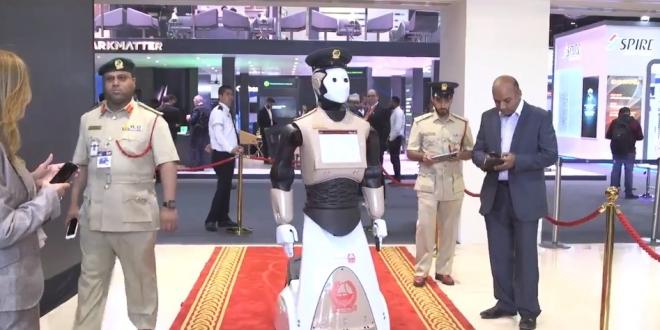 أول شرطي روبوت يظهر في شوارع ومنشآت دبي
