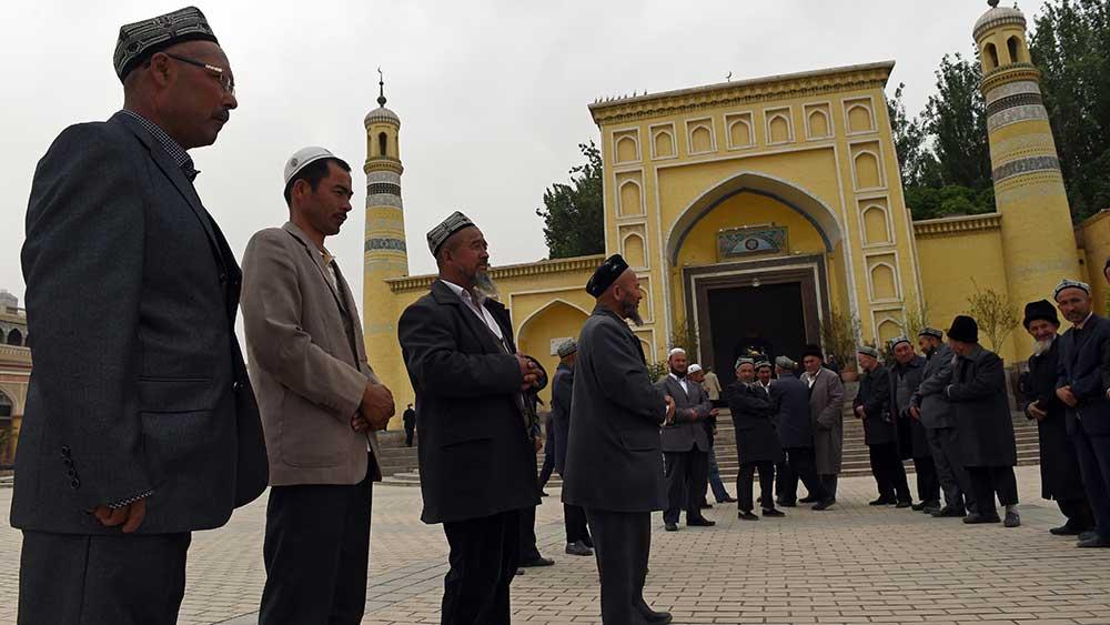 الحكومة الصينية تجبر المسلمين الإيجور على تثبيت تطبيق للمراقبة على هواتفهم