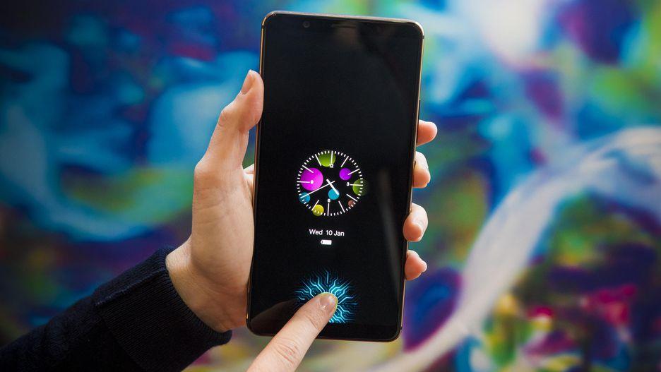 أول هاتف ذكي يحمل مستشعر بصمات مدمج في الشاشة