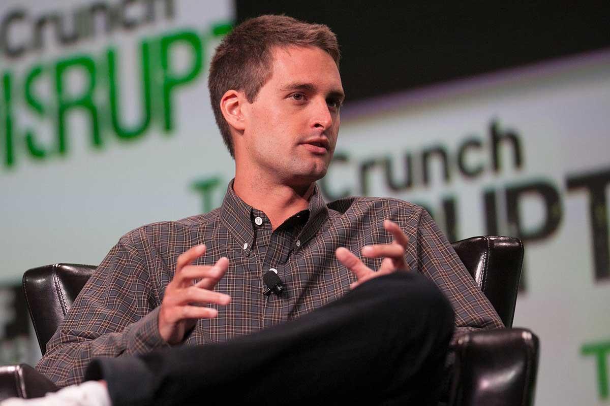 إيفان شبيغل مؤسس سناب شات: نتمنى أن تنسخ فيس بوك أيضا سياستنا لحماية البيانات