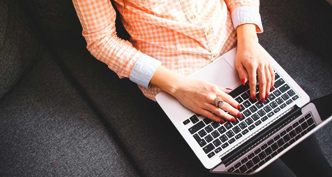 آبل توفر إصلاح مجاني لمن يعانون من مشكلة لوحة المفاتيح في أجهزة ماك بوك