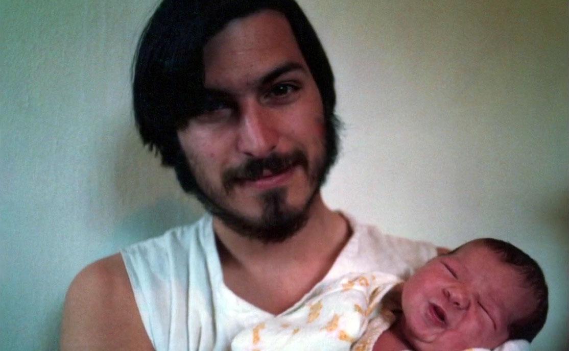 ليسا جوبز مع والدها في مرحلة الطفولة