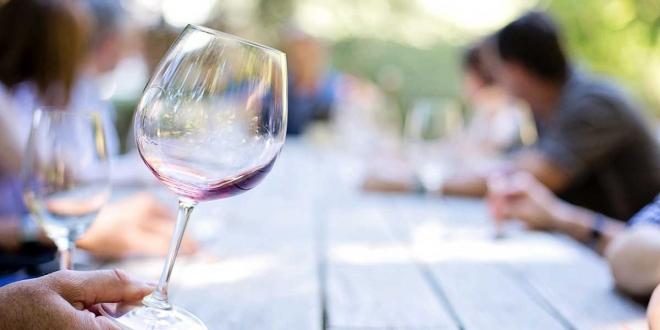 دراسة علمية كبيرة تؤكد عدم وجود مستوى آمن لتناول المشروبات الكحولية