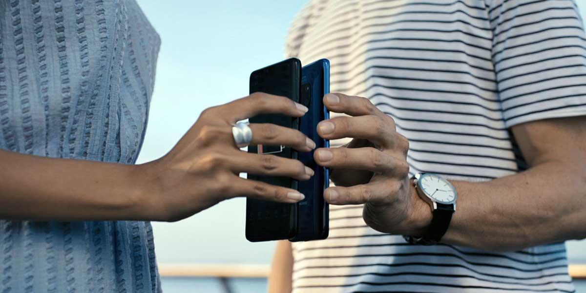 يتيح Huawei Mate 20 Pro شحن الهواتف الأخرى لاسلكيا