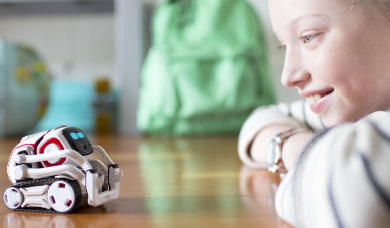 Anki Cozomo: روبوت بتكلفة منخفضة يعلم الأطفال البرمجة ويلعب معهم