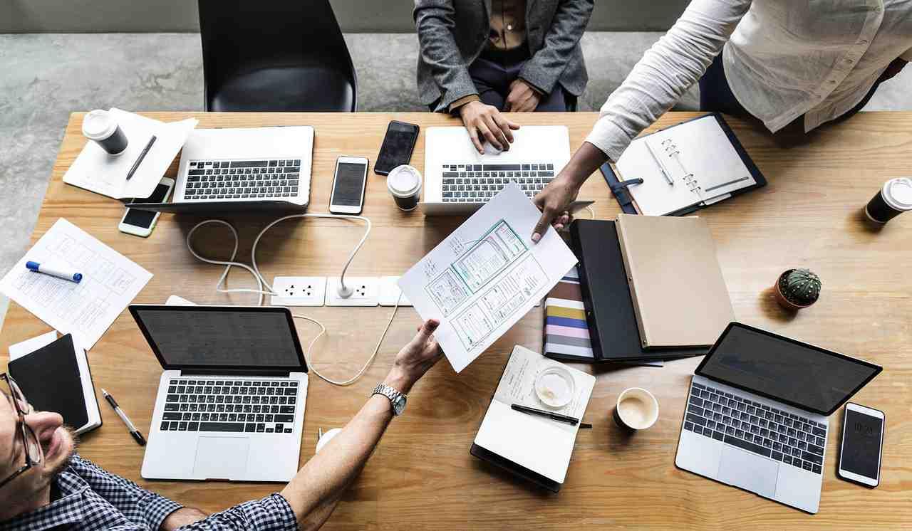 أفضل تطبيقات الاجتماعات لايفون واندرويد وأجهزة الكمبيوتر
