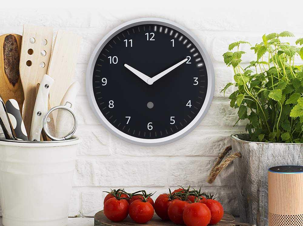 تحمل ساعة الحائط الذكية Echo Wall Clock الجديدة من أمازون تصميما دائريا بإطار باللون الأبيض