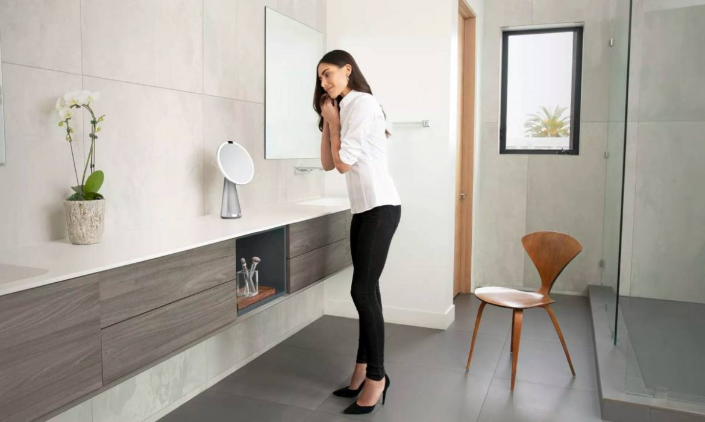 Mirror Hi-Fi Assist: مرآة ذكية من Simplehuman مزودة بإضاءة وسماعة ذكية