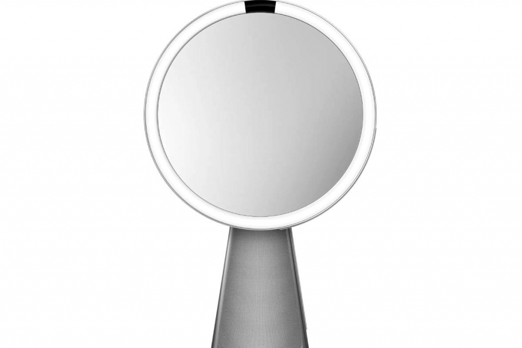 زودت Simplehuman كلا المرآتين Sensor Mirror Hi-Fi Assist بنظام إضاءة خاص يحاكي ضوء الشمس الطبيعي