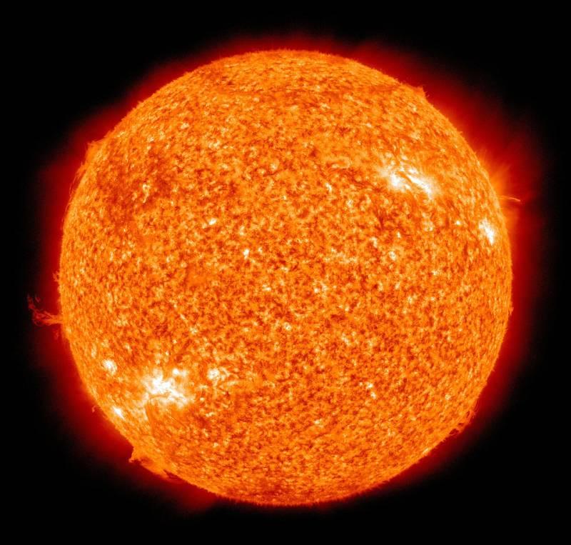 لماذا نرى لون الشمس في الصور أحيانا خضراء أو زرقاء أو حمراء أو برتقالية؟