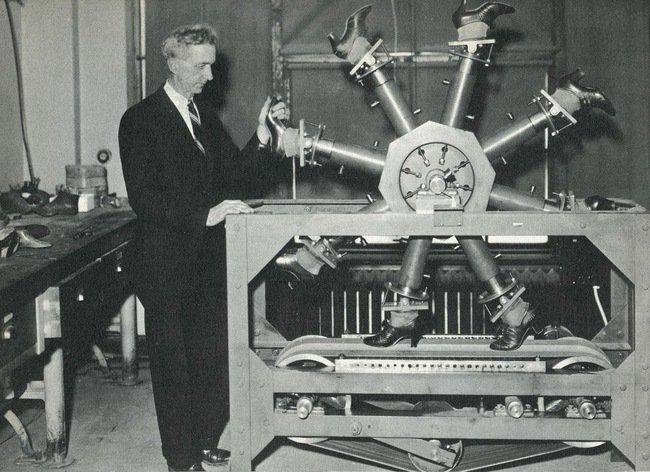 آلة كانت تستخدم لاختبار مدى تحمل الأحذية