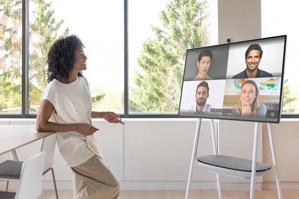Surface Hub 2S مصمم لتمكين فرق العمل من التعاون بسهولة وطريقة إبداعية