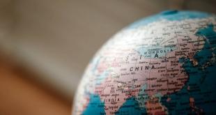الحكومة الصينية تثبت تطبيقات على هواتف السياح للتجسس عليهم