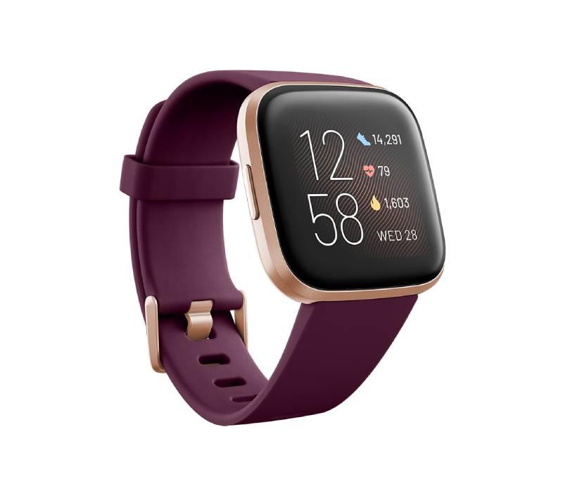 تدعم ساعة  Fitbit Versa 2 فيتبت فيرسا 2 الذكية الجديدة المساعد الصوتي أمازون الكسا