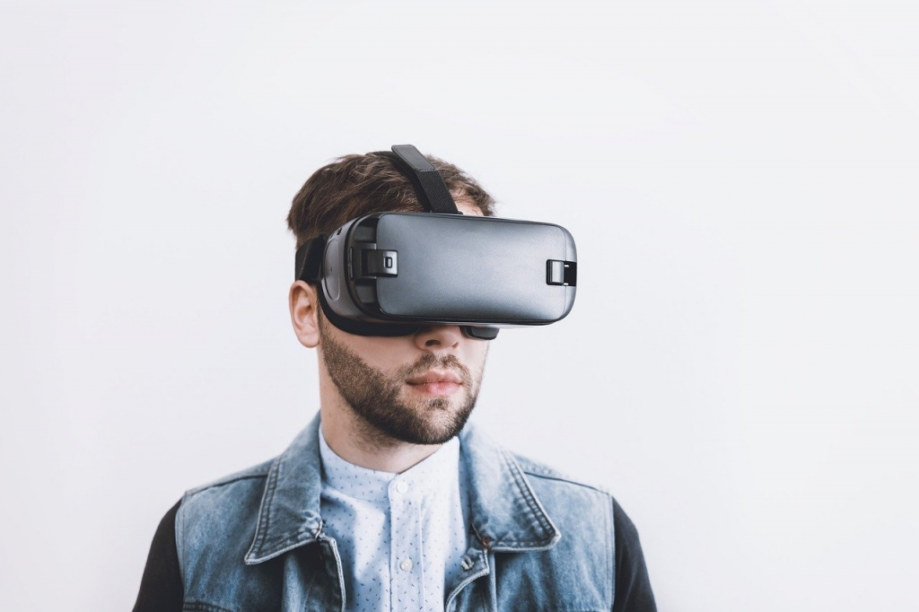 تشمل خطة آبل لإطلاق نظارة واقع افتراضي ذكية الاستعداد لعصر ما بعد الهواتف الذكية