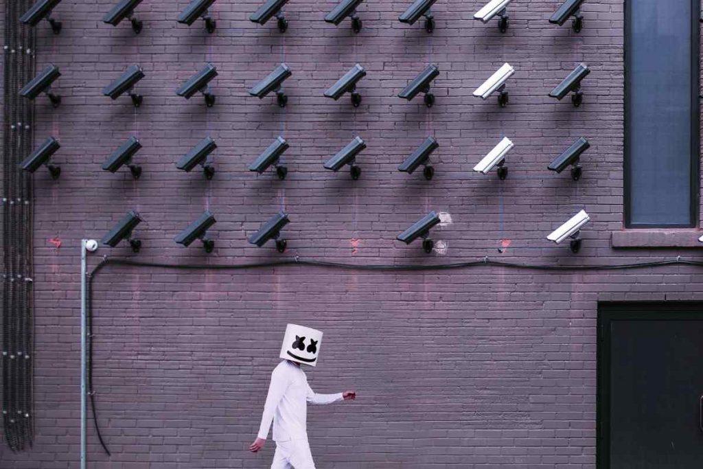 موسكو تنشر أكبر شبكة كاميرات مراقبة تدعم التعرف المباشر على الوجوه
