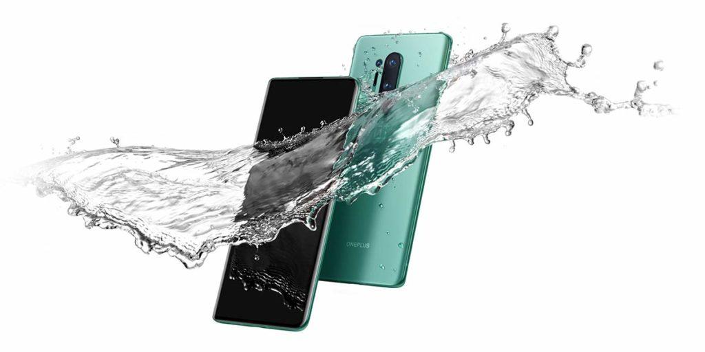 يأتي OnePlus 8 Pro بتصميم بخلفية من الزجاج