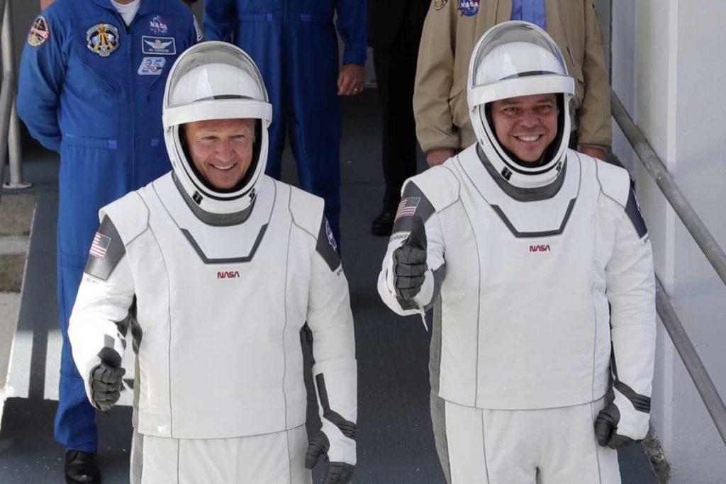 سبيس اكس SpaceX تصنع التاريخ