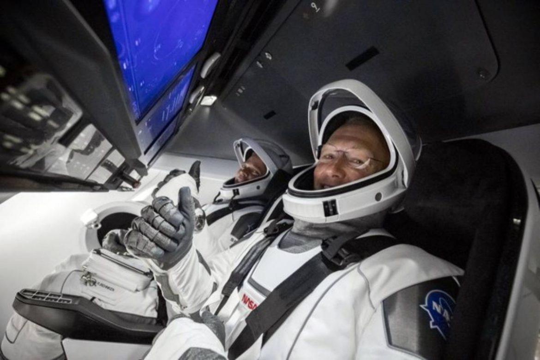 سبيس اكس SpaceX تصنع التاريخ وترسل رواد ناسا إلى الفضاء