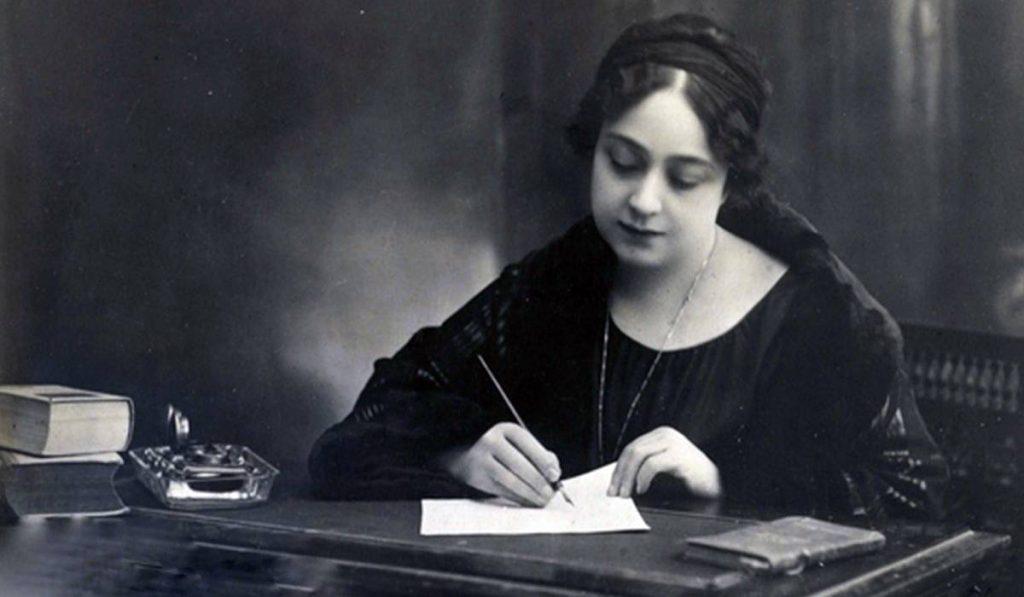 ساهمت هدى شعراوي في تأسيس أول منظمة خيرية تديرها نساء مصريات