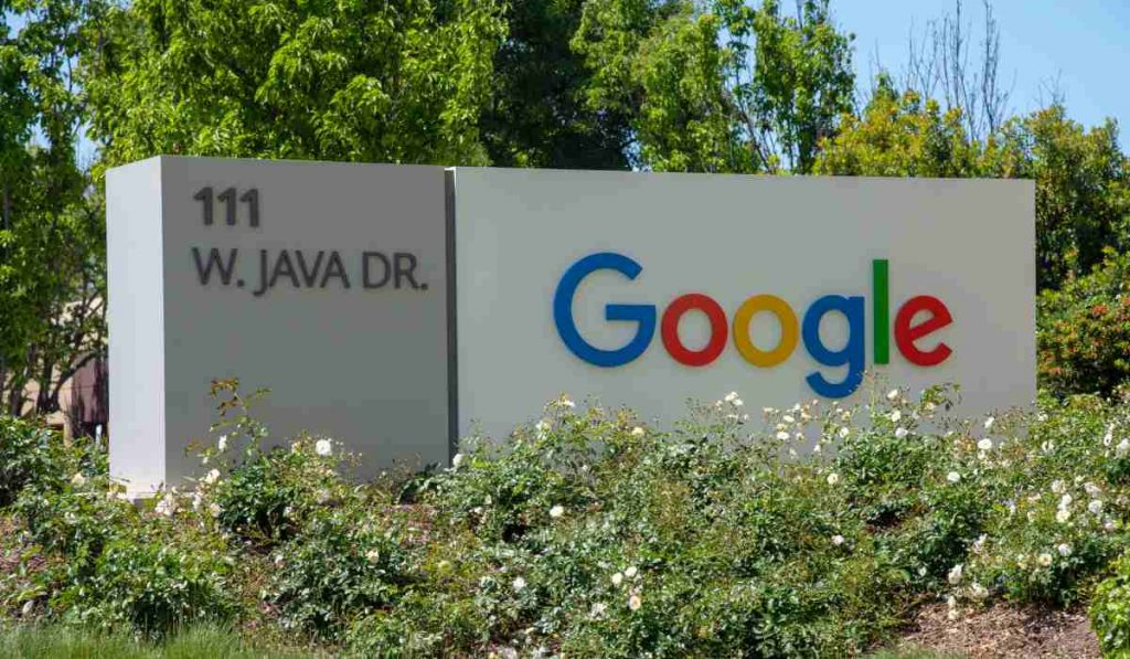 جوجل تقرر استمرار عمل موظفين الشركة عن بعد