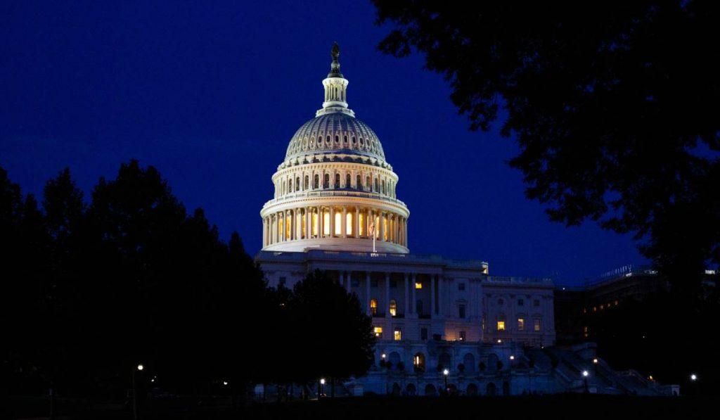 الرؤساء التنفيذيون لأمازون وفيسبوك وآبل وجوجل يشهدون أمام الكونجرس