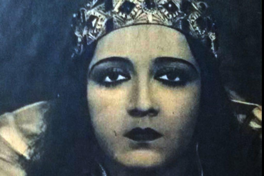 من هي بهيجة حافظ