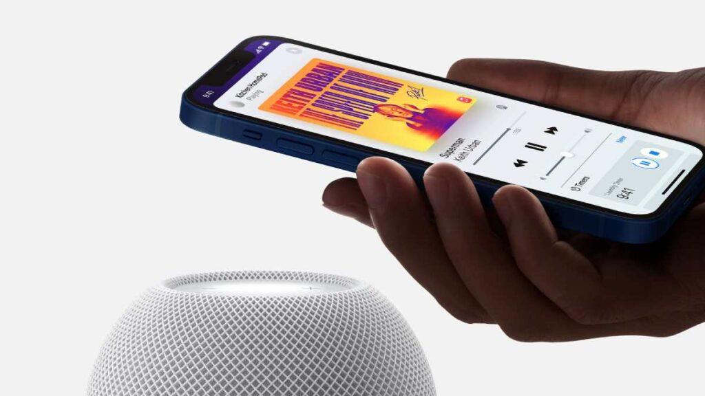 تكامل سماعة ابل الذكية الجديدة HomePod mini مع أجهزة آبل المختلفة