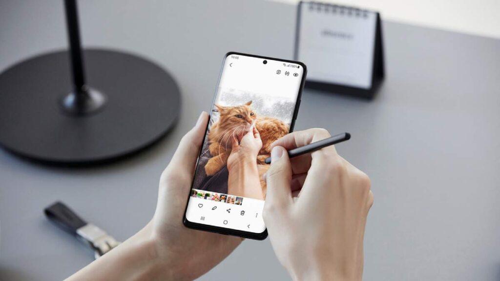 يدعم Samsung Galaxy S21 Ultra لأول مرة القلم الرقمي S Pen بتقنية Wacom
