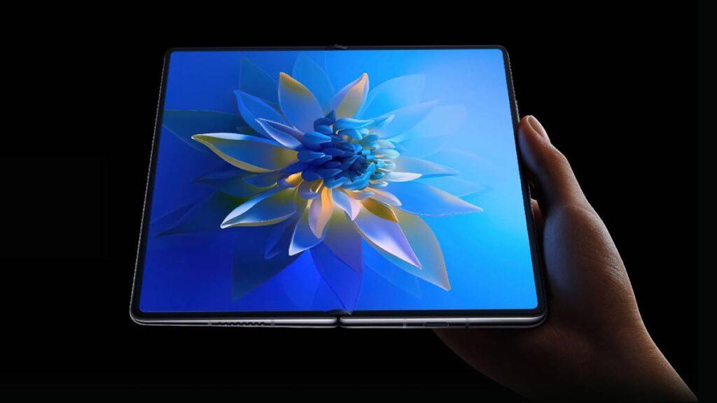 المفصل الجديد في Huawei Mate X2 يسمح بطي الشاشة الداخلية بكفاءة دون وجود أي فجوة