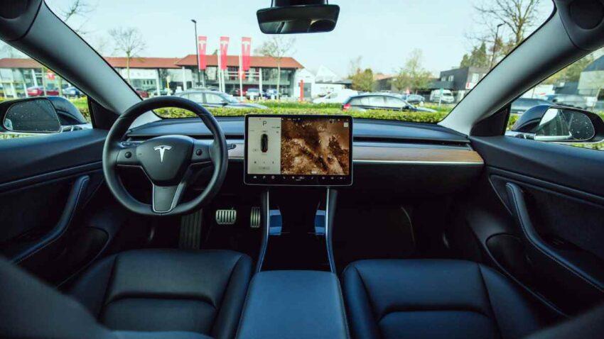 تسلا Tesla تستثمر 1.5 مليار دولار في بيتكوين