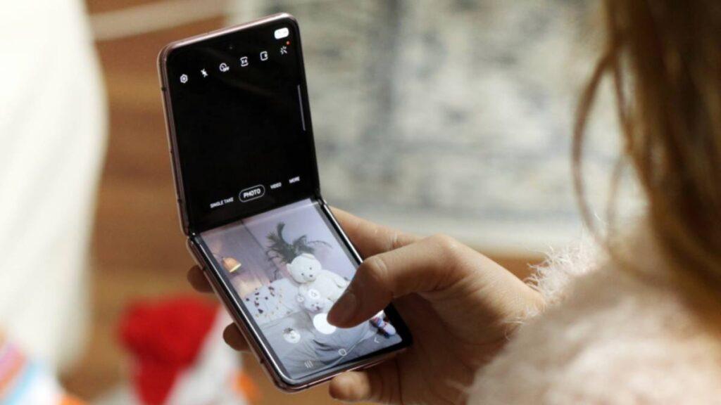 Galaxy Z Flip مناسبا أكثر لمختلف المستخدمين