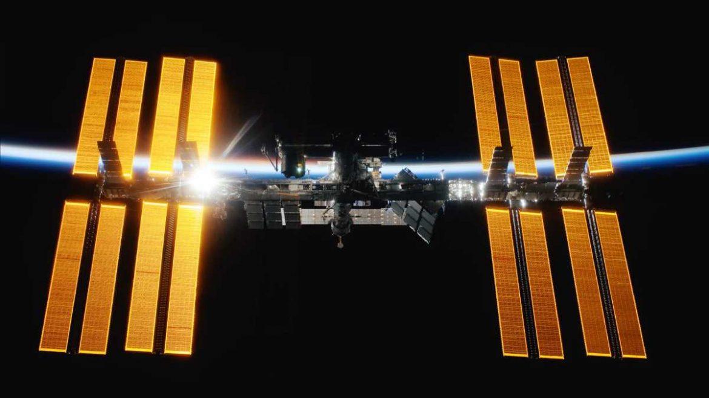 رائد فضاء ناسا يغرد من الفضاء