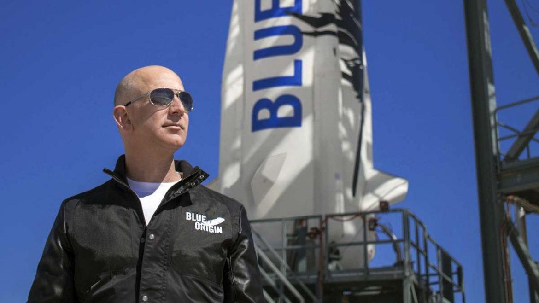 بيزوس مؤسس أمازون يصطحب أخيه في رحلة إلى الفضاء