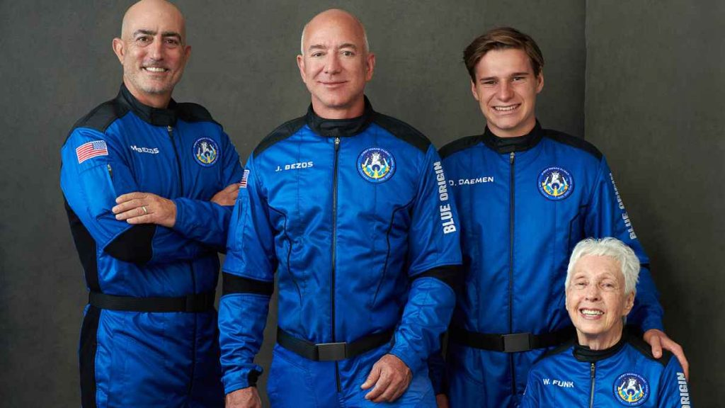 طاقم المسافرين مع جيف بيزوس إلى الفضاء: الأخوين بيزوس وأوليفر دايمن ووالي فانك